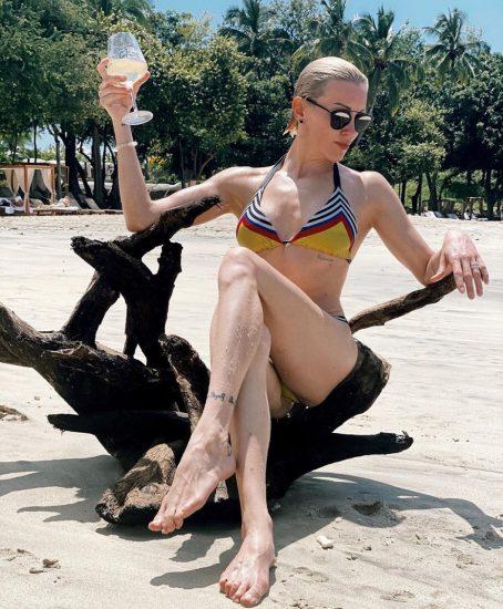 Katie-Cassidy-Sexy-bikini