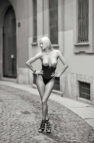 Olga de Mar topless in Milan