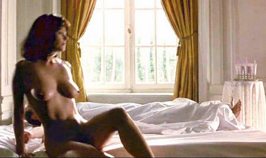 Polly Walker Nude Sex Scenes & Hot Images 30