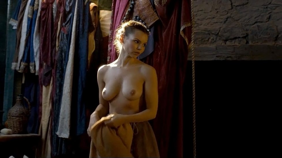 Eline Powell Nude & Feet Pics And Topless Scenes 8