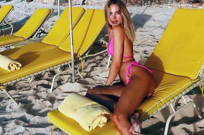 Kimberley Garner Nude Tits and Sexy Bikini Pics [2021] 75