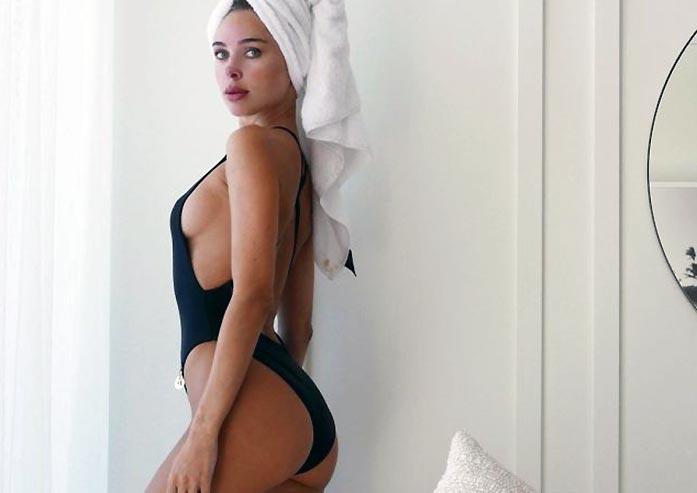 Kimberley Garner Nude Tits and Sexy Bikini Pics [2021] 82
