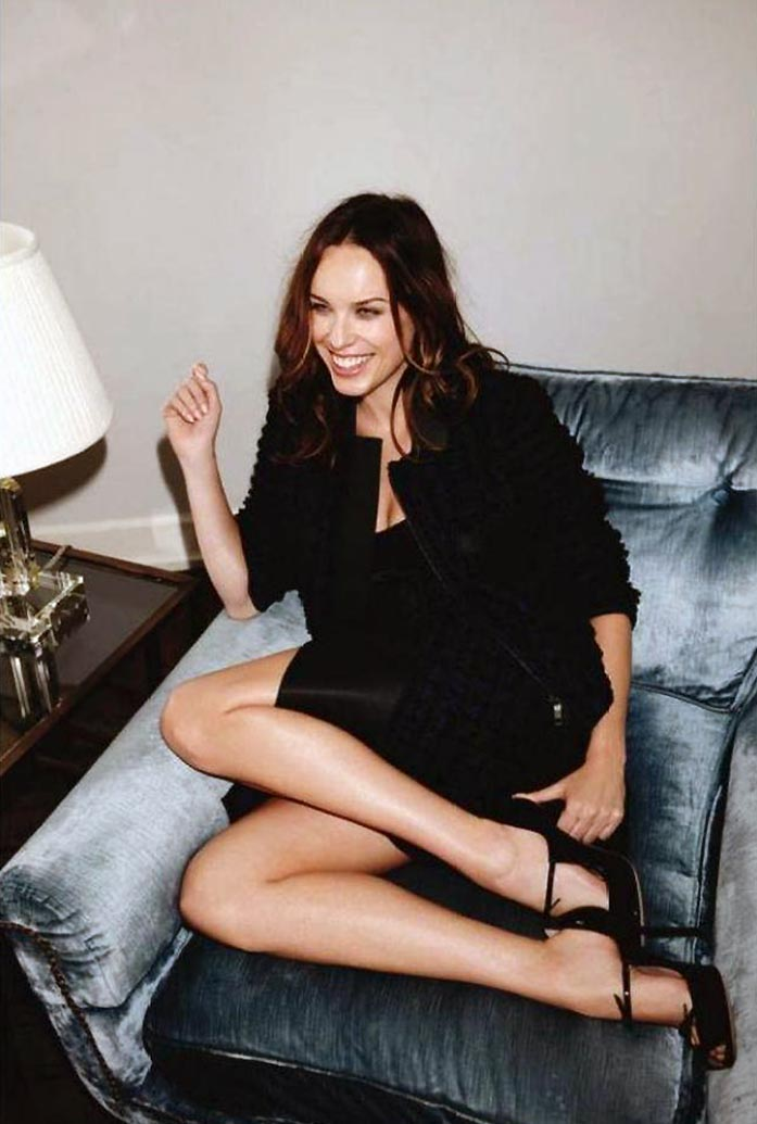 Jessica McNamee Nude in Sex Scenes and Topless Pics