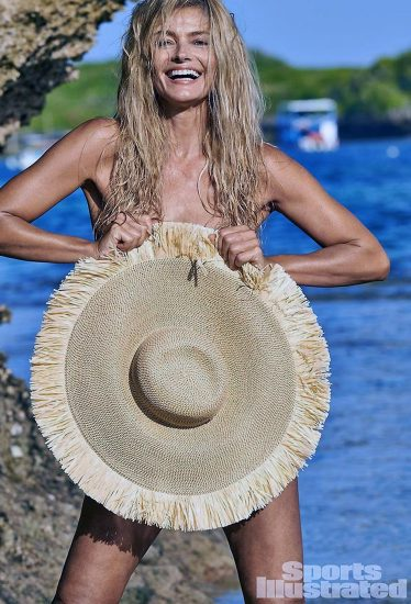 Paulina Porizkova topless covered with a hat