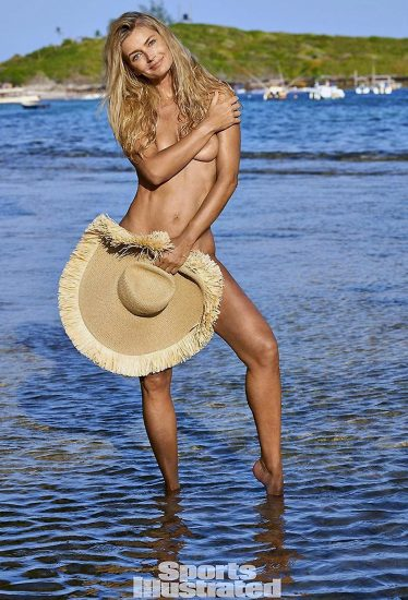 Paulina Porizkova naked covered with a huge hat