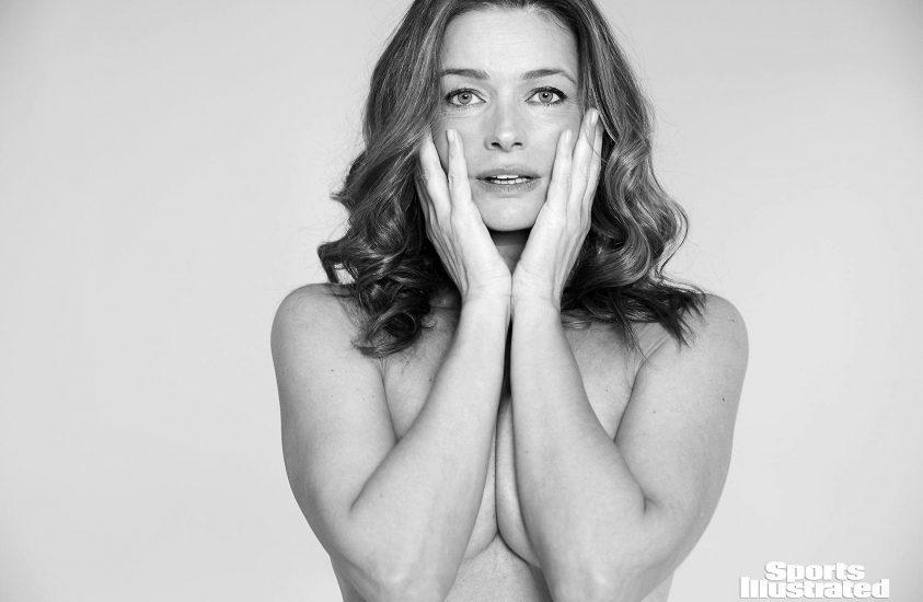 Paulina Porizkova topless once again