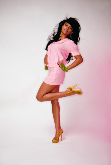Teairra Mari feet and a short pink dress