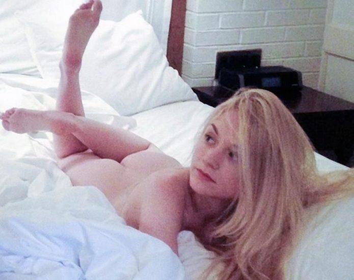 Kinney porn emily Emily Kinney