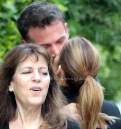 Jennifer Lopez hot kissing