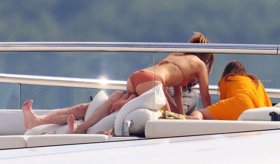 Jennifer Lopez sexy butt